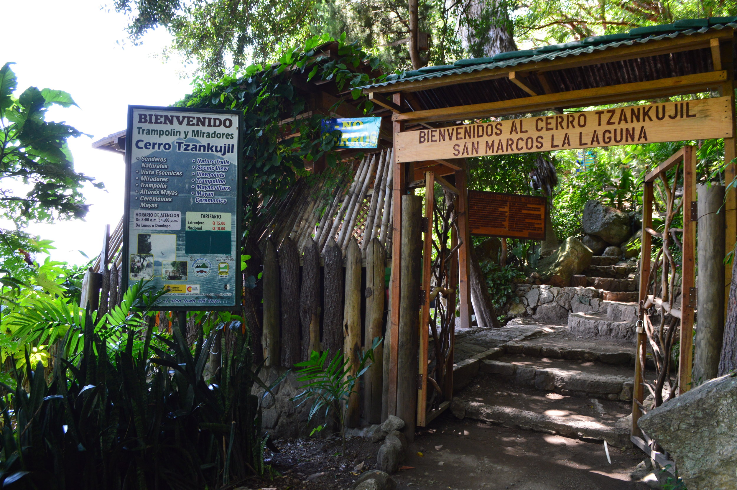 Entrance to Cerro Tzankujil