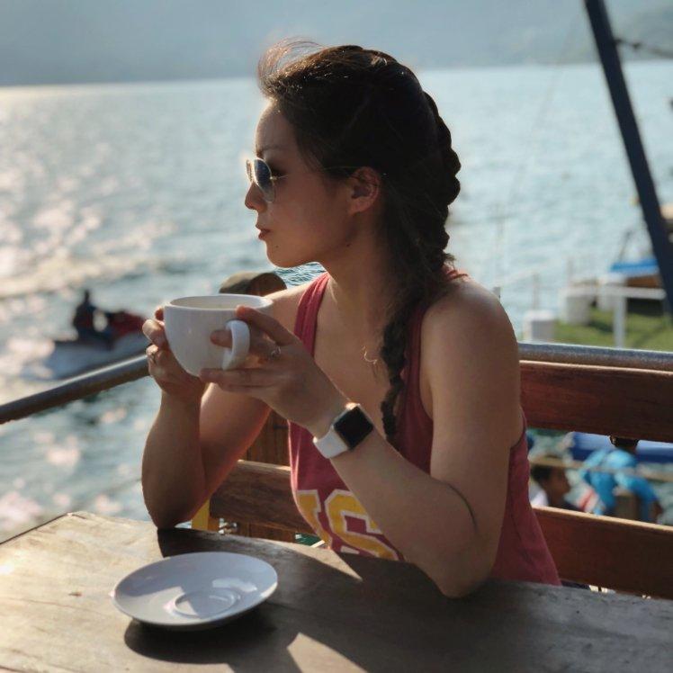 Enjoying an afternoon cup o' joe on Lake Coatepeque